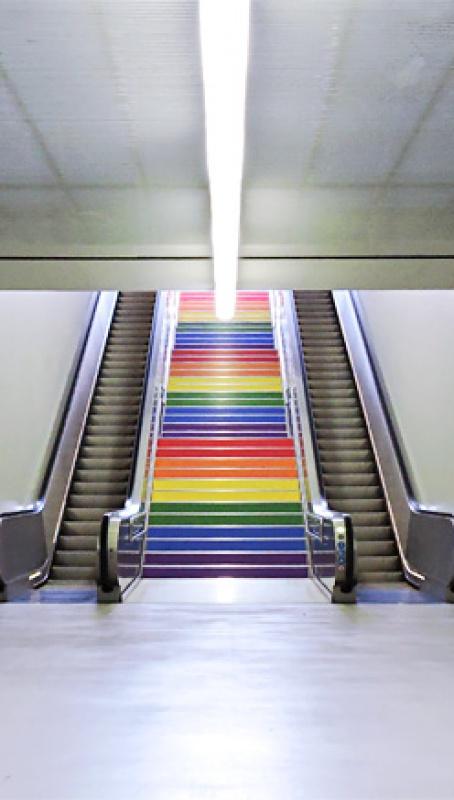 TRAM con los colores del arcoíris 2017
